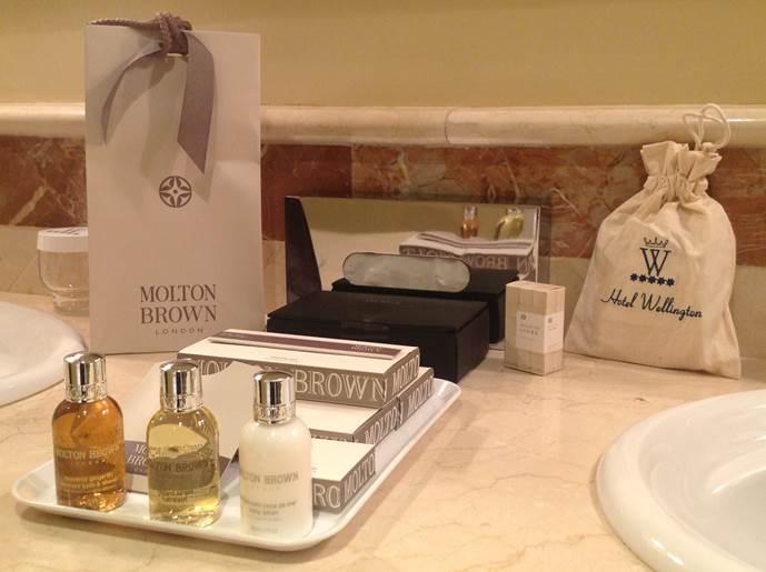 Peque os detalles 5 estrellas blog del hotel wellington de madrid - Amenities en el bano ...
