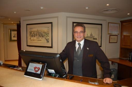 José Luis García Álvarez- recepción del Hotel Wellington